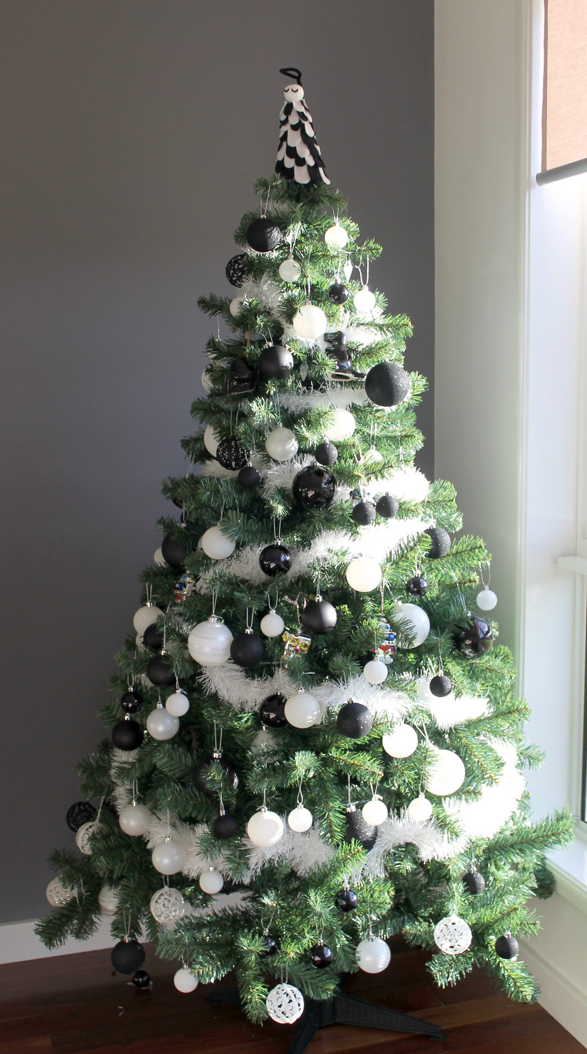 Black and white christmas tree with presents viewing gallery - White and black christmas tree ...