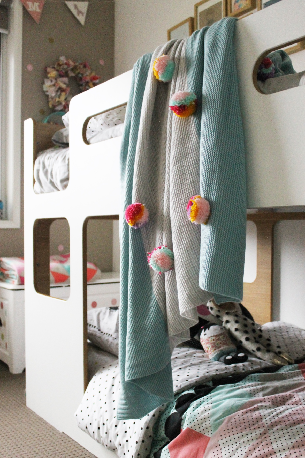 pompomblanket_Room2
